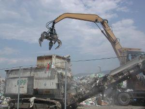 Staub-und Geruchsbindung durch Wassernebel in einer Mülldeponie